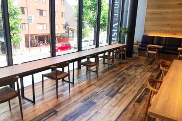 レストラン席の間隔調整